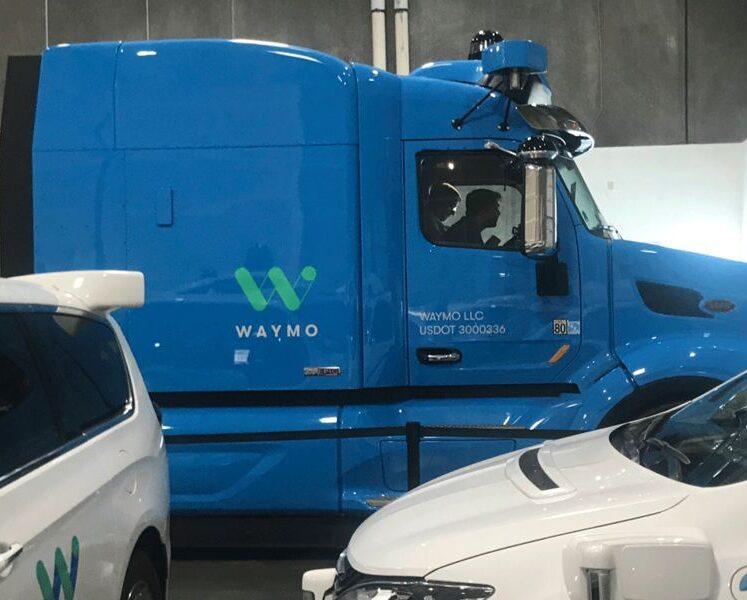 تتركز شراكة Waymo ، عملاق النقل بالشاحنات JB Hunt على منصات كبيرة ذاتية القيادة