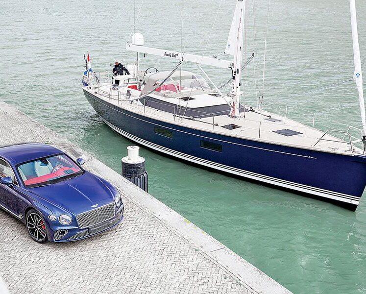 تصميم بنتلي يطفو هذا القارب