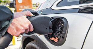 قالت جنرال موتورز إنها تعزز الإنفاق على السيارات الكهربائية ، والسيارات ذاتية القيادة ، وإضافة محطتين جديدتين للبطاريات
