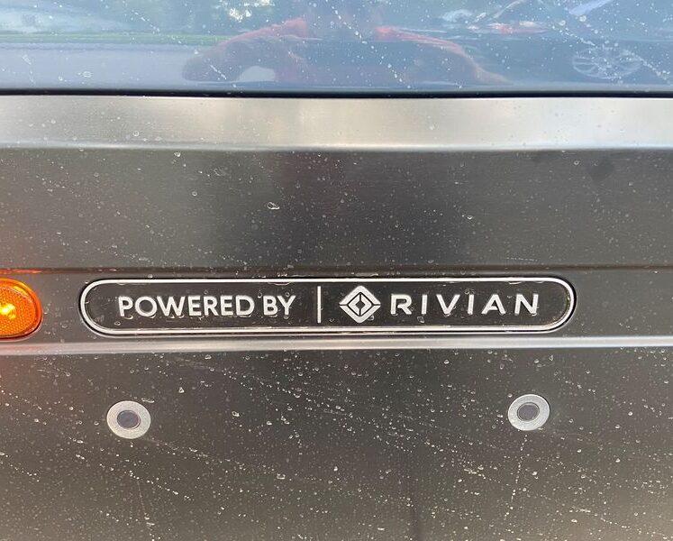 يقول تقرير إن ريفيان المدعومة من أمازون انخرطت في محادثات مبكرة بشأن مصنع في المملكة المتحدة