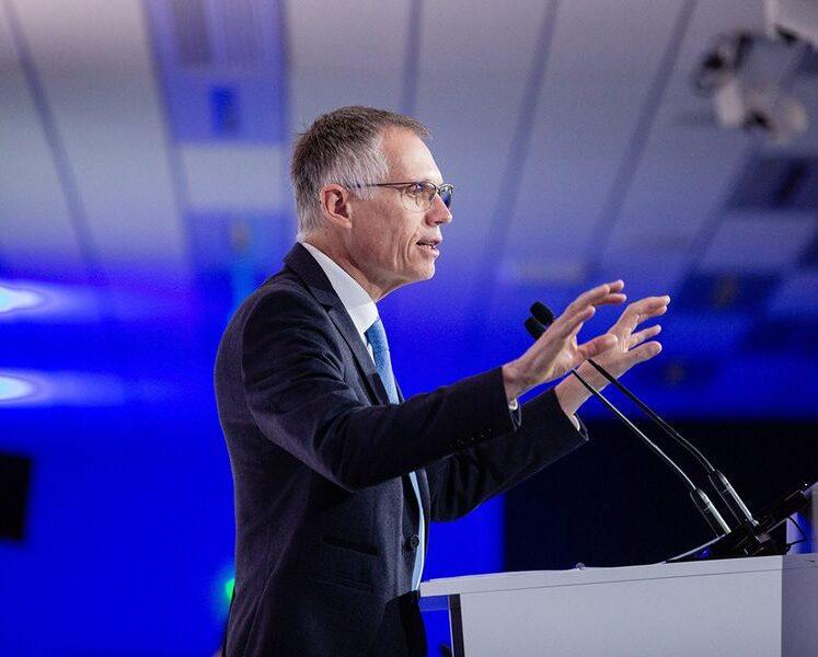 يقول كارلوس تافاريس ، الرئيس التنفيذي لشركة Stellantis ، إن نقص الرقائق سيستمر حتى عام 2022