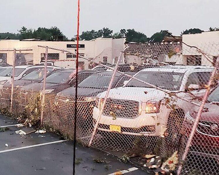 4 جرحى حيث تعرض وكيل فولكنر بالقرب من فيلادلفيا لأضرار إعصار